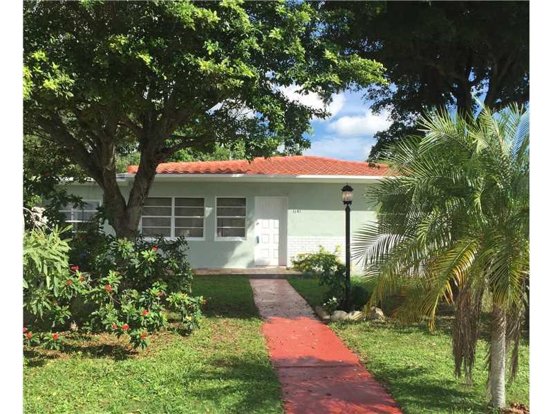 1141 NE 139th St, North Miami, FL 33161 (MLS #A10174814) :: United Realty Group