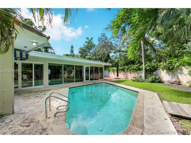 3921 Battersea Rd, Coconut Grove, FL 33133 (MLS #A10357876) :: The Riley Smith Group