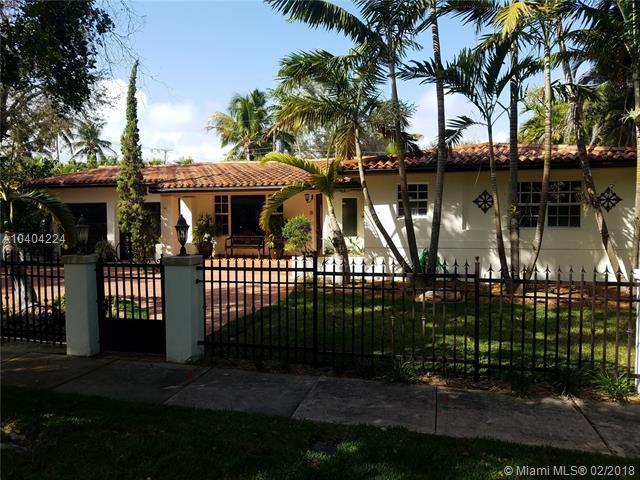 1025 Bayamo Ave, Coral Gables, FL 33146 (MLS #A10404224) :: The Teri Arbogast Team at Keller Williams Partners SW