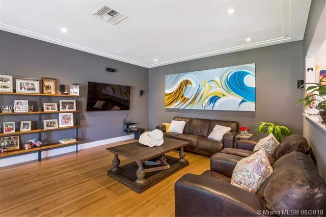 360 NE 103rd St, Miami Shores, FL 33138 (MLS #A10433534) :: Calibre International Realty