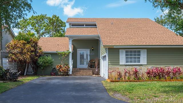 15022 SW 143 PL, Miami, FL 33186 (MLS #A10438595) :: Green Realty Properties