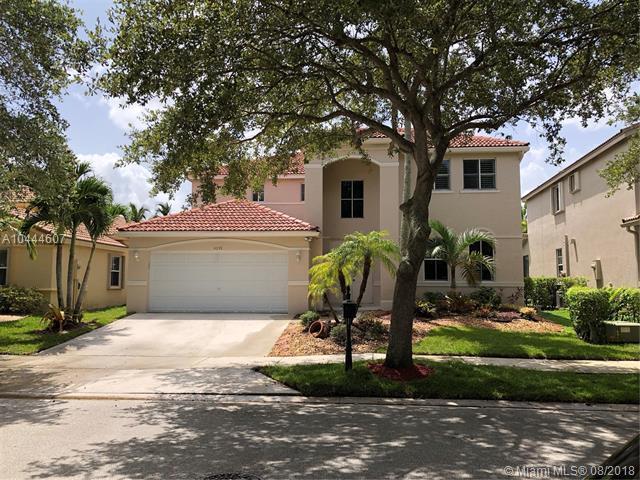 4059 Pinewood Ln, Weston, FL 33331 (MLS #A10444607) :: Green Realty Properties