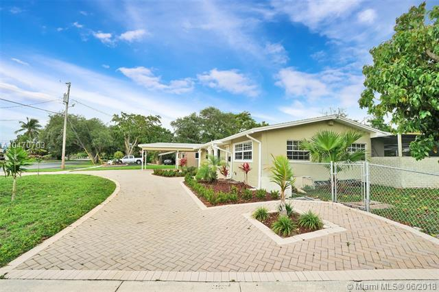 5561 SW 13th St, Plantation, FL 33317 (MLS #A10470703) :: The Teri Arbogast Team at Keller Williams Partners SW