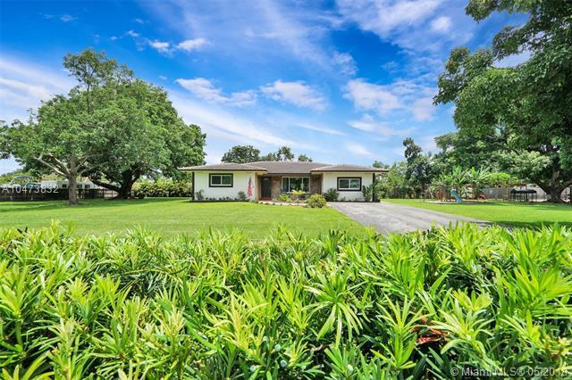 14050 SW 36th Ct, Davie, FL 33330 (MLS #A10473832) :: Green Realty Properties