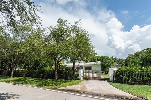 7211 SW 132nd St, Pinecrest, FL 33156 (MLS #A10518340) :: The Riley Smith Group