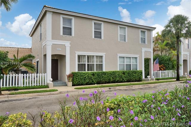 10567 NW 57th St, Coral Springs, FL 33076 (MLS #A10519499) :: Stanley Rosen Group