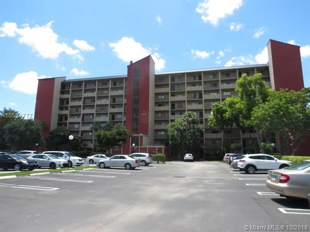 2200 S Cypress Bend Dr #405, Pompano Beach, FL 33069 (MLS #A10524777) :: Green Realty Properties