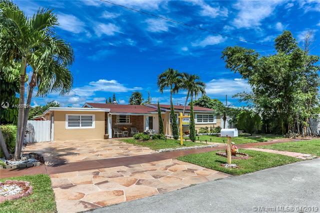 2565 NE 214th St, Miami, FL 33180 (MLS #A10537291) :: The Brickell Scoop