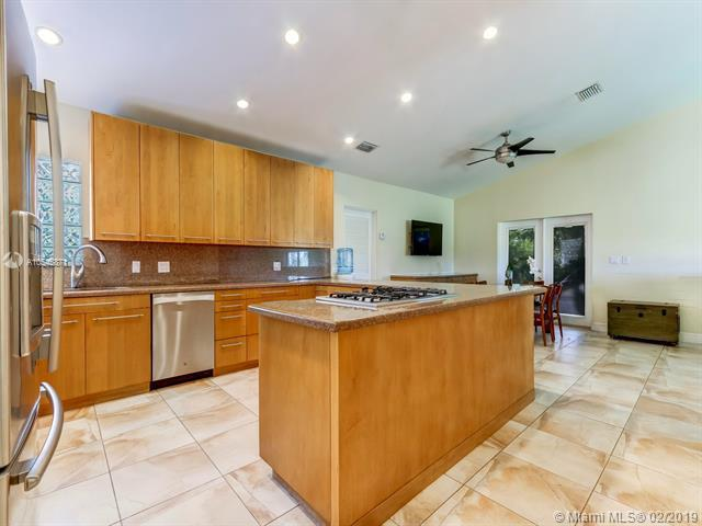 18600 SW 152nd Ave, Miami, FL 33187 (MLS #A10545871) :: Grove Properties