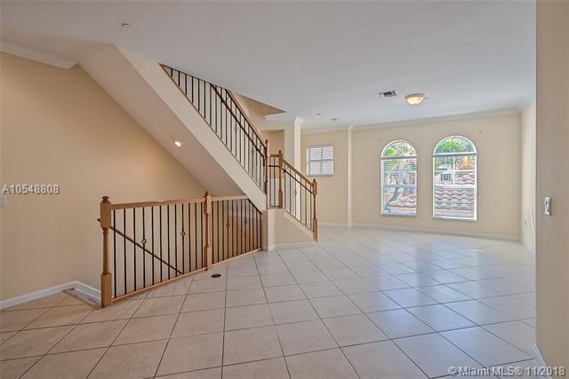 1033 NE 17th Way #1205, Fort Lauderdale, FL 33304 (MLS #A10548808) :: Green Realty Properties