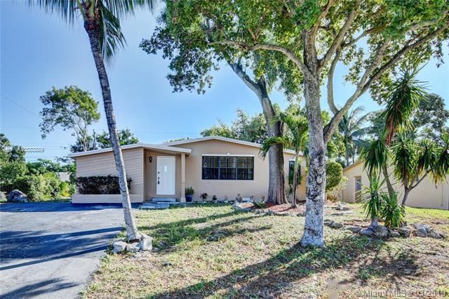 2060 NE 1st Ter, Pompano Beach, FL 33060 (MLS #A10583889) :: Green Realty Properties