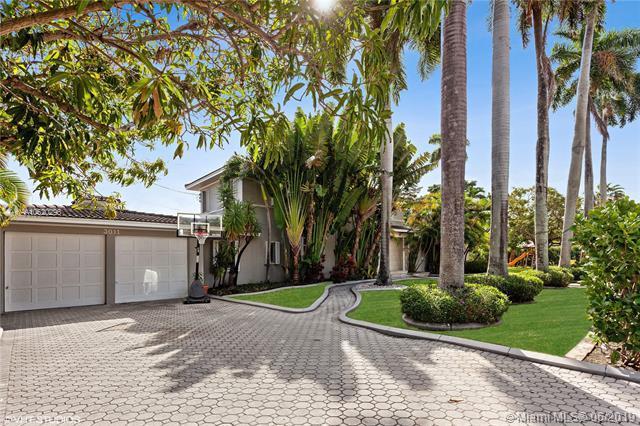 3011 Royal Palm Ave, Miami Beach, FL 33140 (MLS #A10620296) :: Patty Accorto Team