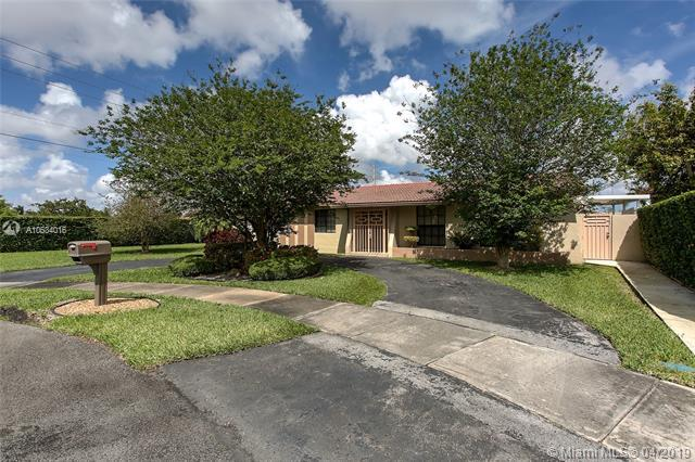2401 SW 105th Ave, Miami, FL 33165 (MLS #A10634016) :: The Paiz Group