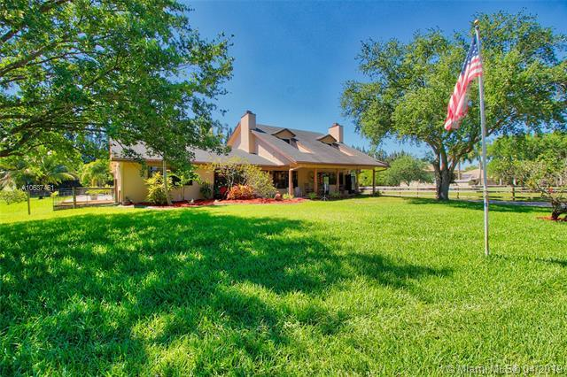 17200 SW 65th Ct, Southwest Ranches, FL 33331 (MLS #A10637461) :: The Teri Arbogast Team at Keller Williams Partners SW