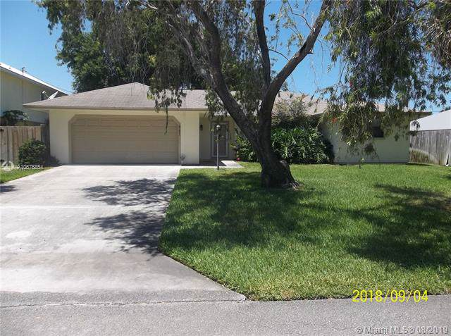 8121 SE Helen Ter, Hobe Sound, FL 33455 (MLS #A10676854) :: The Paiz Group