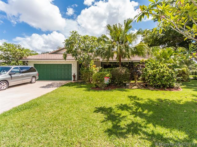 11268 NW 1st Pl, Coral Springs, FL 33071 (MLS #A10687100) :: The Kurz Team