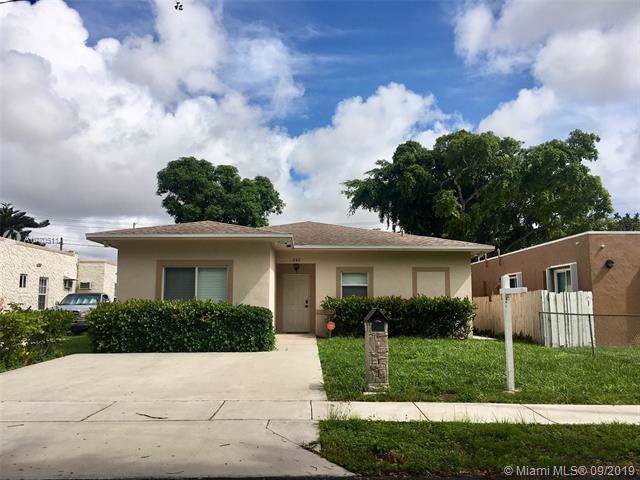 242 SW 4th St, Dania Beach, FL 33004 (MLS #A10705114) :: Grove Properties