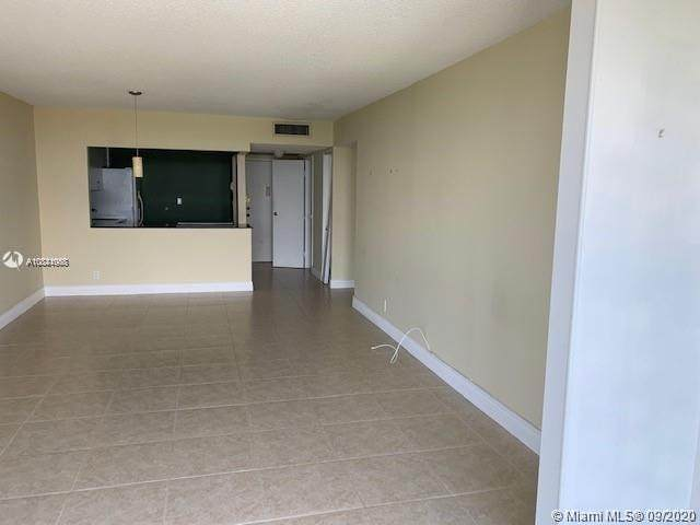 1000 Parkview Dr - Photo 1