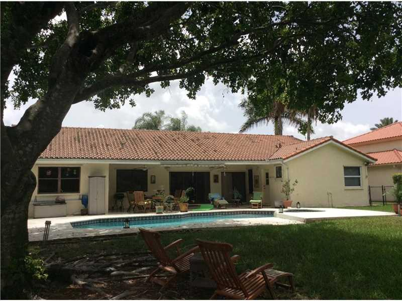 5001 Hawkes Bluff Ave, Davie, FL 33331 (MLS #A10096617) :: United Realty Group