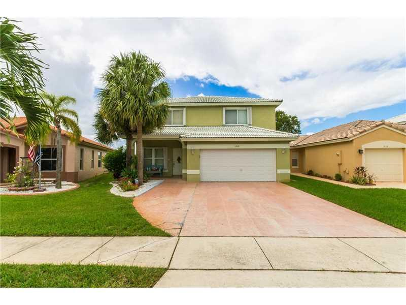 1408 NW 208th Way, Pembroke Pines, FL 33029 (MLS #A10166654) :: United Realty Group