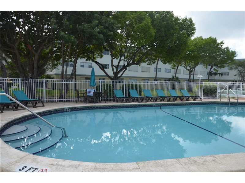 270 Layne Blvd #207, Hallandale, FL 33009 (MLS #A10166795) :: United Realty Group