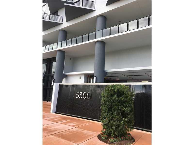 5300 NW 85 AVE #404, Doral, FL 33178 (MLS #A10174074) :: United Realty Group