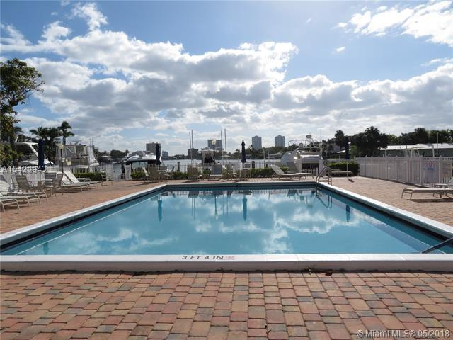 740 S Federal Hwy #206, Pompano Beach, FL 33062 (MLS #A10428943) :: The Teri Arbogast Team at Keller Williams Partners SW
