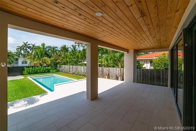 1048 S Northlake Dr, Hollywood, FL 33019 (MLS #A10512253) :: Grove Properties