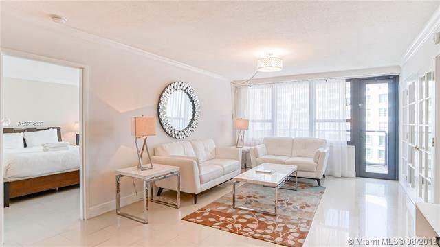 5225 Collins Ave #1417, Miami Beach, FL 33140 (MLS #A10709000) :: Patty Accorto Team