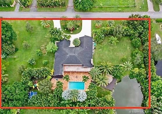 11485 SW 22nd Ct, Davie, FL 33325 (MLS #A10740483) :: Berkshire Hathaway HomeServices EWM Realty