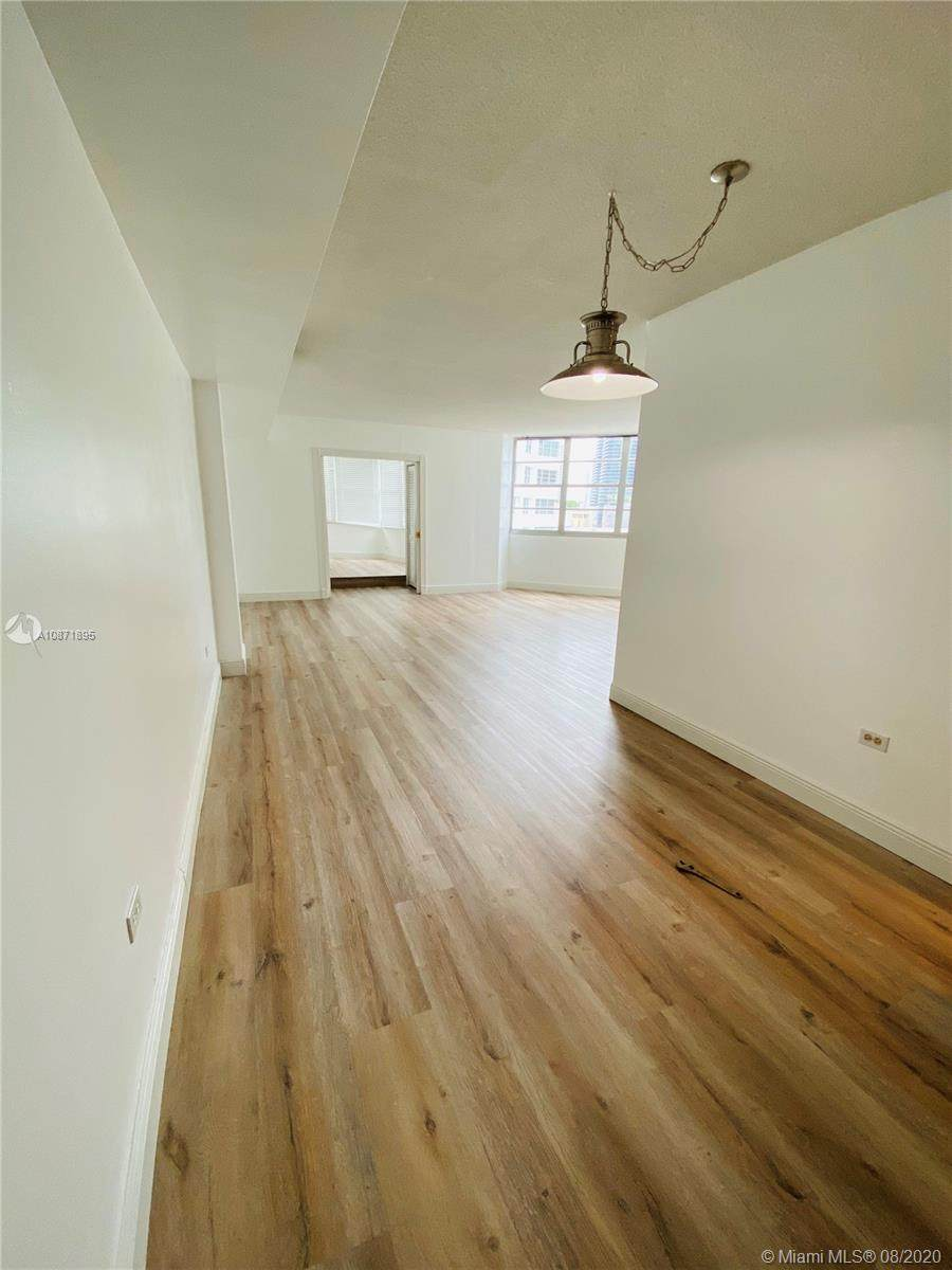 801 Brickell Bay Dr - Photo 1