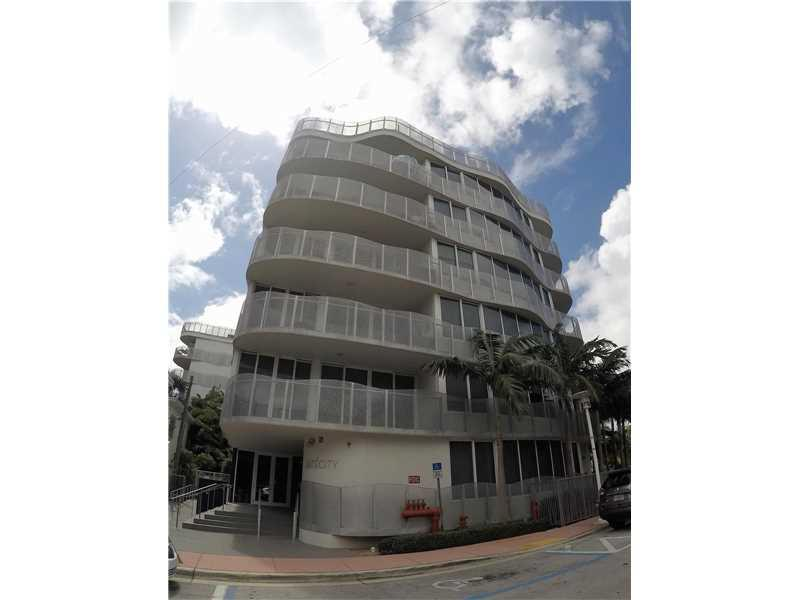 2155 Washington Ct N302, Miami Beach, FL 33139 (MLS #A10151619) :: United Realty Group