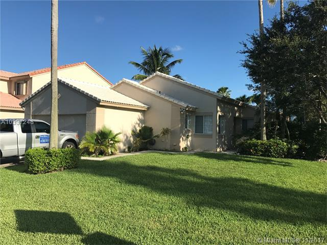 672 NW 45th Ave, Deerfield Beach, FL 33442 (MLS #A10337248) :: Calibre International Realty