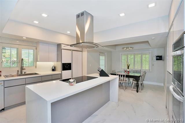 1941 S Oak Haven Cir, Miami, FL 33179 (MLS #A10391508) :: Green Realty Properties