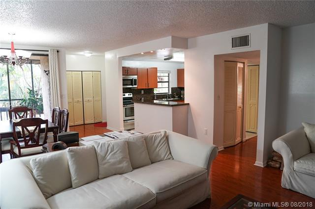 800 NE 199th St 202D, Miami, FL 33179 (MLS #A10496474) :: Green Realty Properties