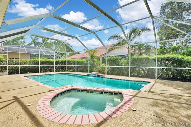 1153 Falls Blvd, Weston, FL 33327 (MLS #A10508383) :: Green Realty Properties