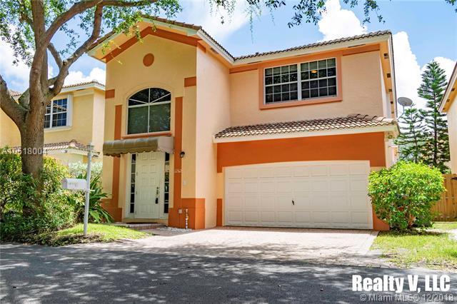 1262 N Grant Ct, Hollywood, FL 33019 (MLS #A10518004) :: Green Realty Properties
