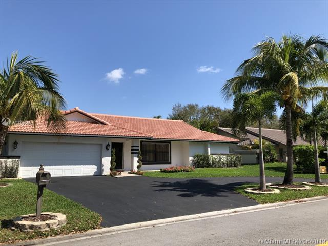 9133 NW 49th Pl, Coral Springs, FL 33067 (MLS #A10635368) :: The Brickell Scoop