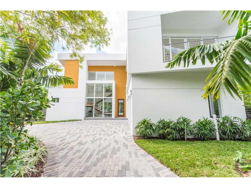 1701 Tigertail Ave, Coconut Grove, FL 33133 (MLS #A10056111) :: The Riley Smith Group