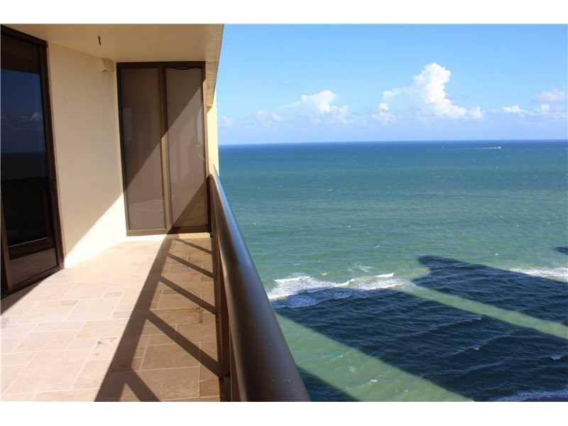 16275 Collins Av #2303, Sunny Isles Beach, FL 33160 (MLS #A10148467) :: United Realty Group
