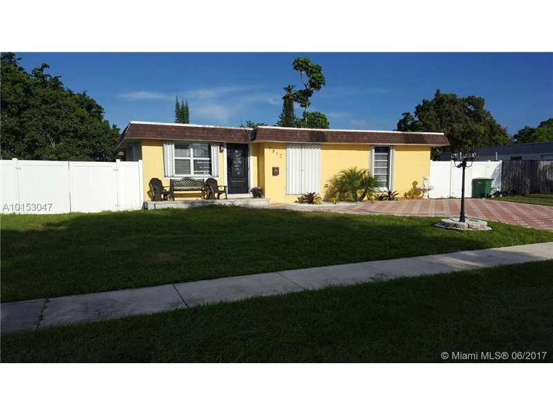 7812 NW 68th Ave, Tamarac, FL 33321 (MLS #A10153047) :: United Realty Group