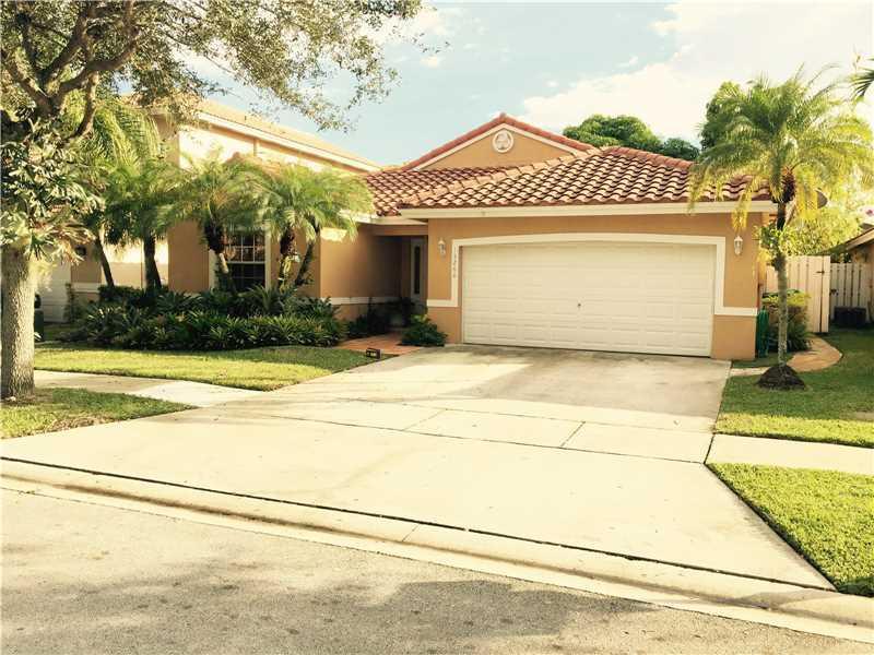15260 SW 51st St, Miramar, FL 33027 (MLS #A10174581) :: United Realty Group