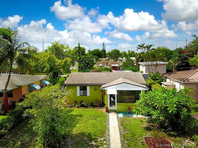 2122 Wilson St, Hollywood, FL 33020 (MLS #A10320237) :: The Teri Arbogast Team at Keller Williams Partners SW