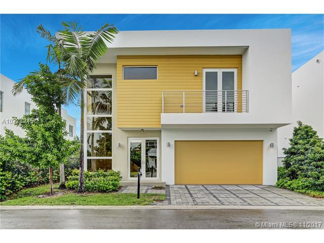 7444 NW 98th Ave, Miami, FL 33178 (MLS #A10328245) :: The Teri Arbogast Team at Keller Williams Partners SW