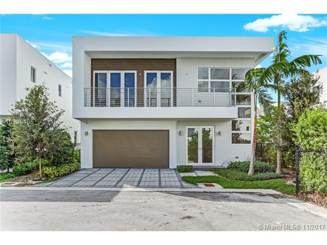 7445 NW 98th Ave, Miami, FL 33178 (MLS #A10328406) :: The Teri Arbogast Team at Keller Williams Partners SW