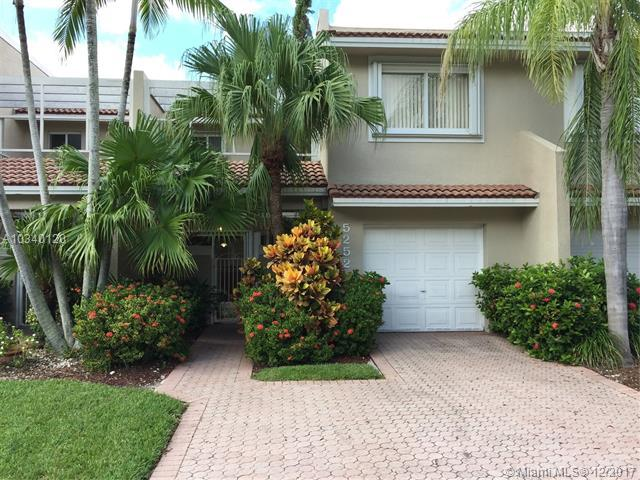 5252 NW 103rd Ave, Doral, FL 33178 (MLS #A10340120) :: The Teri Arbogast Team at Keller Williams Partners SW