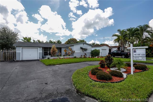 3305 Acapulco Dr, Miramar, FL 33023 (MLS #A10516066) :: Green Realty Properties