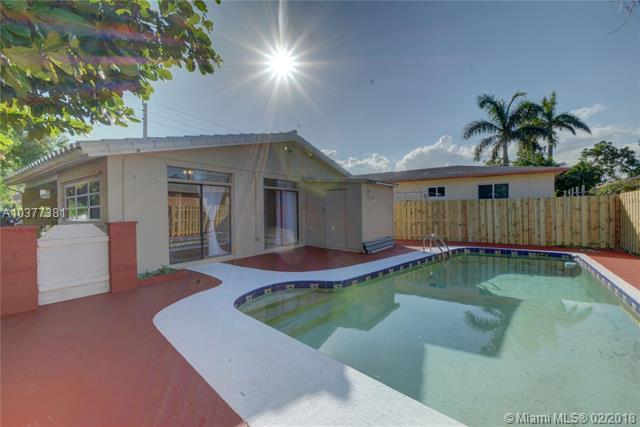 1200 N 15th Ct, Hollywood, FL 33020 (MLS #A10377381) :: The Teri Arbogast Team at Keller Williams Partners SW