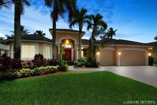 312 Windmill Palm Ave, Plantation, FL 33324 (MLS #A10475964) :: The Teri Arbogast Team at Keller Williams Partners SW
