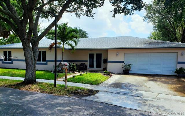 1200 SW 65th Ave, Plantation, FL 33317 (MLS #A10680383) :: The Teri Arbogast Team at Keller Williams Partners SW